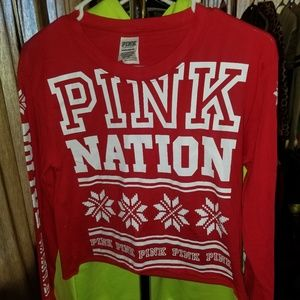🆕️VS PINK, Holiday Cropped Tee